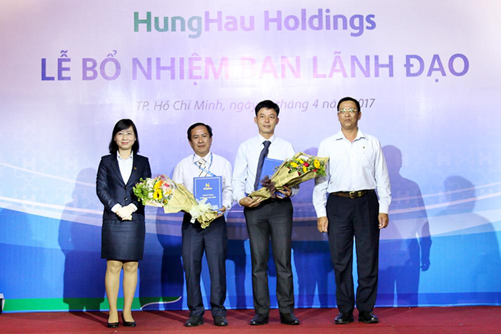 Lãnh đạo Công ty TNHH Phân Phối Hùng Hậu nhận quyết định bổ nhiệm