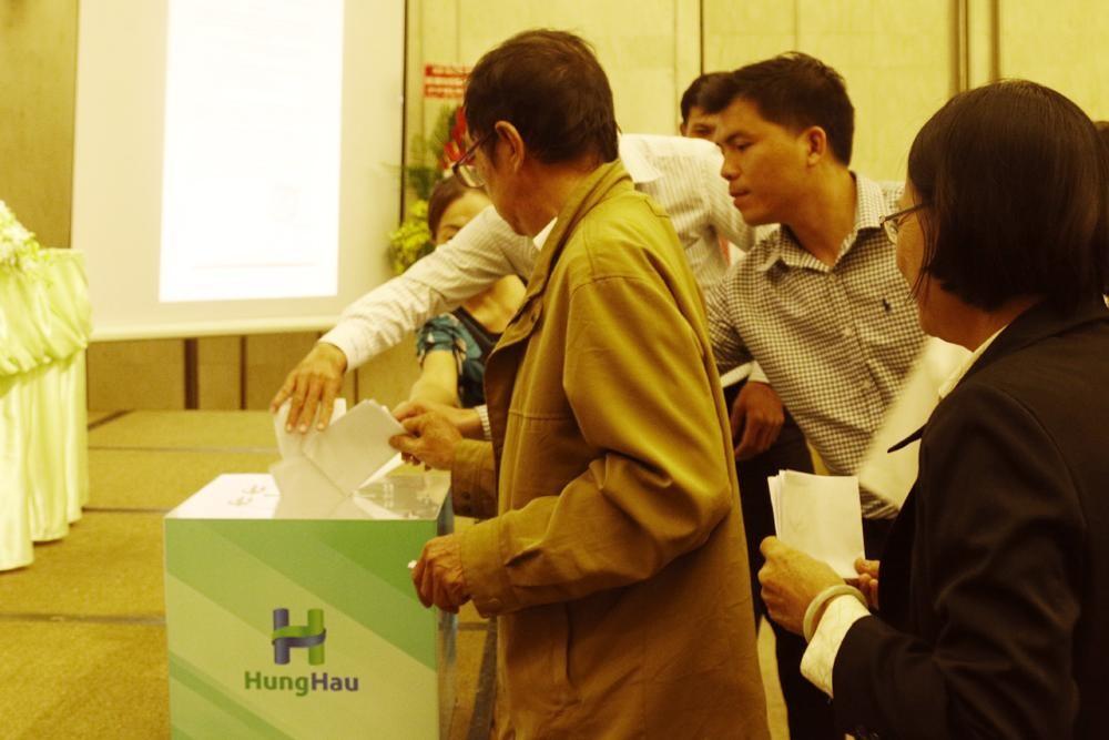 Các Cổ đông bỏ phiếu biểu quyết