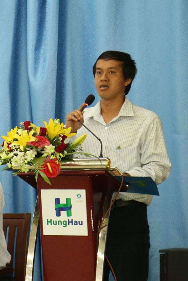 Ông Trần Quốc Trường – Đại diện BCH Công đoàn trình bày báo cáo về tình hình thực hiện các chế đô chính sách đối với người lao động.